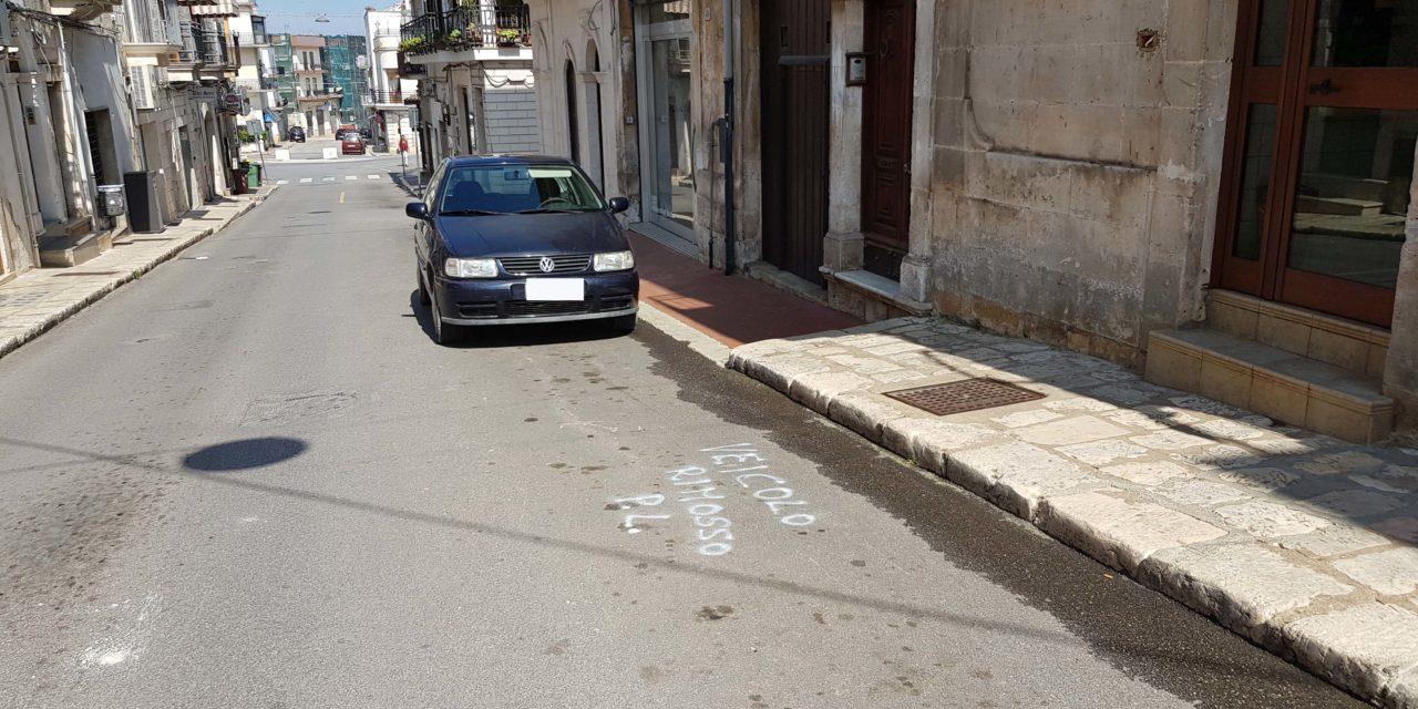 La tua auto in divieto? Te lo comunico sull'asfalto