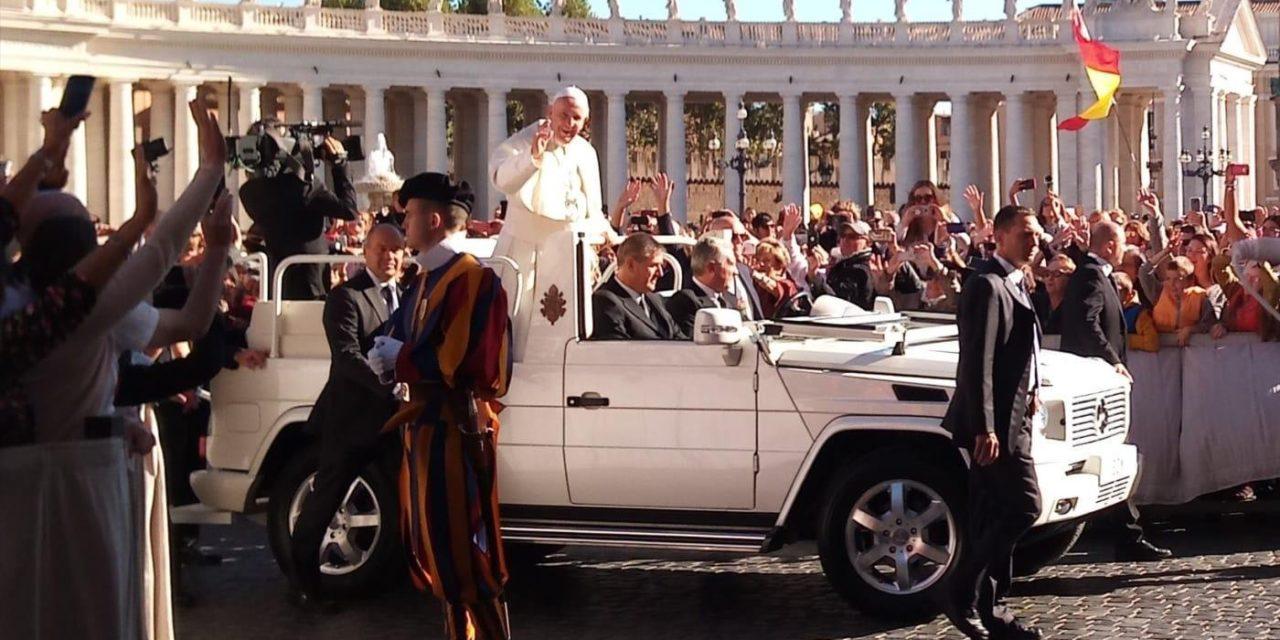 Il gruppo Portatori di Gioia di Casa Se Puede da Papa Francesco
