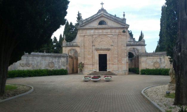I Cittadini segnalano – Il Cimitero con le lampade votive spente da Agosto. Il Sindaco: stiamo provvedendo a sanare il guasto